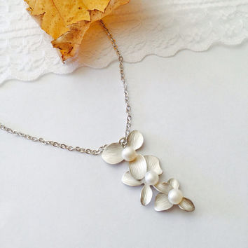 Pearls Flower Necklace Silver Pendant -Wedding jewelry- Bridesmaid gifts- Bridal shower