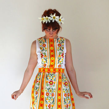 Sale- Vintage 1970s Floral Folk Art Dress. Orange Green Yellow. Boho. Woodland. Summer. Fall. Size Medium. christmasinjuly cij