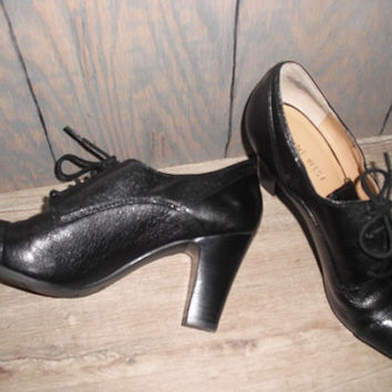 Vintage Black leather pumps with heels .. oxford lace ups .. Nine West size 5