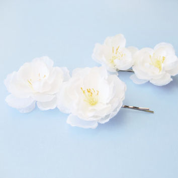 White flower bobby pins, Wedding hair accessories, Bridal accessory, Floral hair pins - BLOSSOM