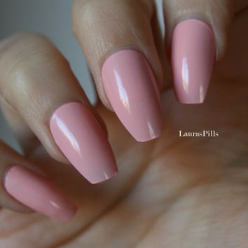 Pink coffin shaped false nails ! Ballerina nails, matte or glossy finish. Press on nails, stick on nails, edgy shape.
