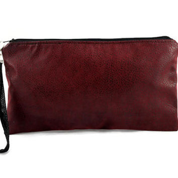 Clutch bag in burgundy faux leather, date night clutch, hand purse, zippered pouch, girls night out bag.