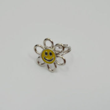 Daisy Ring Smiley Face Hippie boho Soft Grunge 90s Kid adjustable band floral flower power silver ring yellow enamel psychedelic groovy