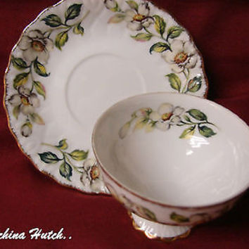 SAJI Fine China Made in Japan #7821 Footed Cup and saucer