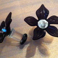 2G Black Flower Plugs Inlaid with Swarovski by PerfectionPetals