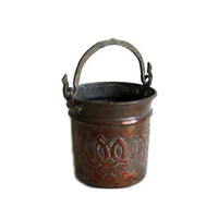 Vintage copper BUCKET hand ETCHED & PUNCHED pot - Rustic country farmhouse cottage barn decor - Ornate brass handle - Old natural brown pail