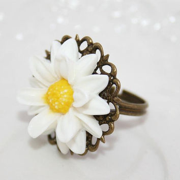 Daisy Ring Summer flower ring Lucky Daisy ring by AngelPearls