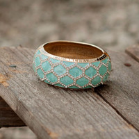 PRIM AND PROPER BANGLE IN MINT