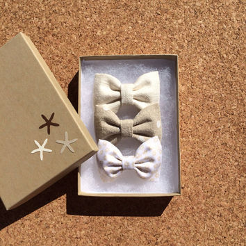 Linen hair bow set from Seaside Sparrow. These hair bows make a perfect gift for her.