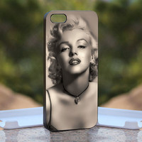 Vintage Sexy Marilyn Monroe - Design available for iPhone 4 / 4S and iPhone 5 Case - black, white and clear cases