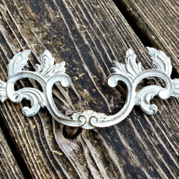 Shabby Chic Drawer Pulls French Provincial Furniture Pulls Vintage Brass Decorative Drawer Pull Cabinet Pull White Gold Dresser Drawer Pulls