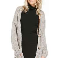 DailyLook: Oversized Open Knit Cardigan in Gray M/L