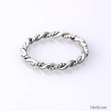 Double Twist Ring