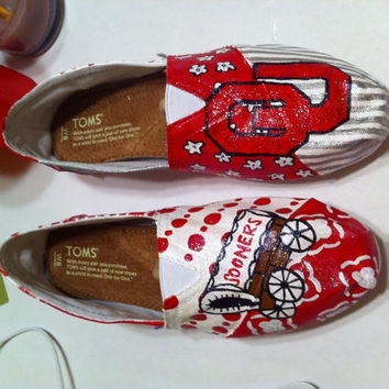 Handpainted, customized Oklahoma Sooner Toms Shoes.