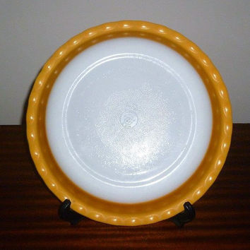 "Vintage 1960s Agee Pyrex 28 cm Diameter Gold Scalloped Pie Dish / Retro Glass Circular Dish / 11"" Diameter"