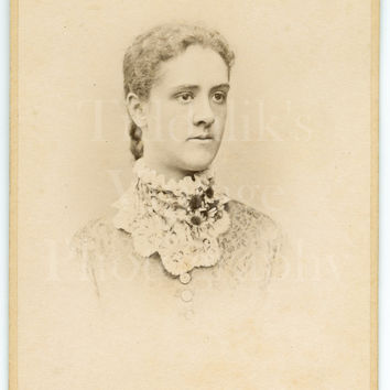 CDV Photo Carte de Visite Victorian Young Pretty Woman, Big Lace Collar & Flowers Portrait - R F Barness of New Cross London - Antique Photo