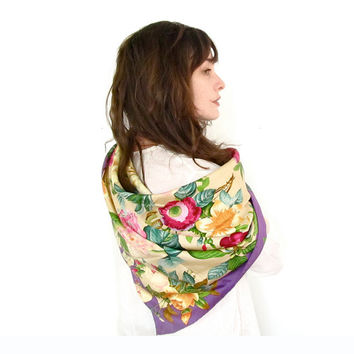 Vintage Gucci Scarf . Beautiful Silk Floral Print Square Scarf