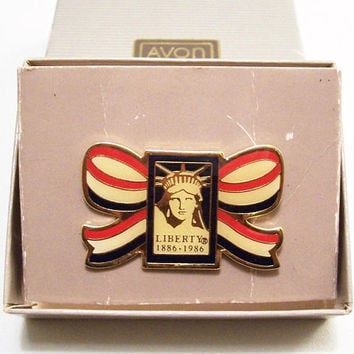 Avon Statue Of Liberty 1886-1986 Tac Pin Brooch Gold Tone Vintage 1982 USA Historical Patriotic Red White Blue Big Bow Bunting