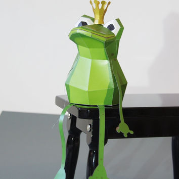 Frog King Papercraft kit with Golden Crown