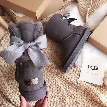 UGG Medium tube Bailey bow tie snow boots