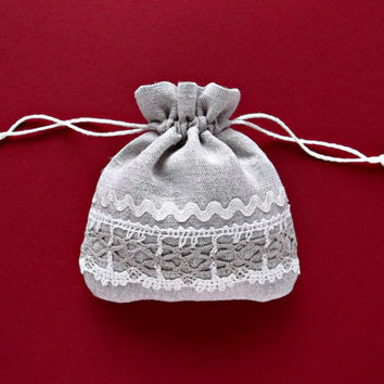 Small Christmas sack  natural linen and lace gift pouch wedding favour bags Fabric dice bag 13 x 12 cm