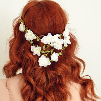 White flower crown, woodland wedding head piece, floral hair wreath, floral crown, bridal hair accessory