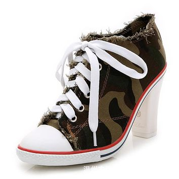 Camouflage Round Toe Lace Up Chunky Middle Heels Short Boots