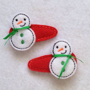 Snowmen With A Green Scarfs Felt Snap Clip Barrettes.  This is a set of 2.