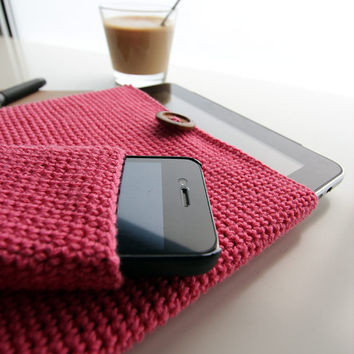 Crochet IPad Case - Sleeve with wood Button in Pink & Grey - cozy gift gadget