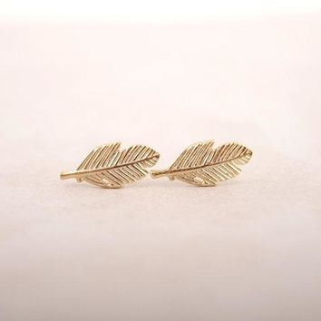 Shuangshuo 2017 Simple Feather Earring Small Leaf Stud Earrings for Women Punk Cool Earrings Fashion Jewelry brincos ED038