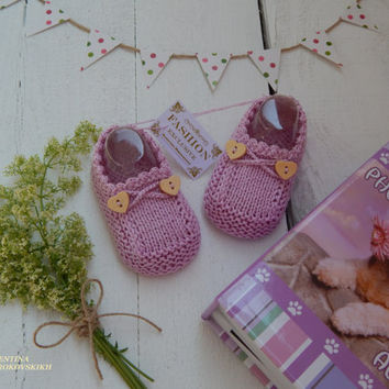 Original booties for girls. Knitted booties for the summer. Purple booties