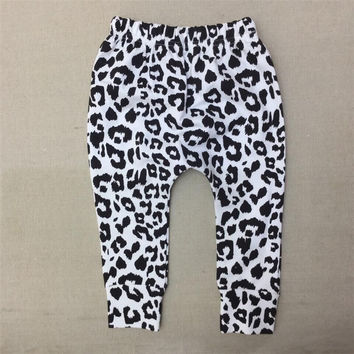 2017 New Boys Leopard Harems Pants Baby Girls Cotton Snow Leopard Leggings Kids Autumn Winter Fashion Trousers Free Shipping 30D