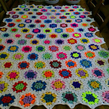 CROCHET BLANKET  Handmade hexigan design with centre flower  Style with White border  (nannycheryl original) 772