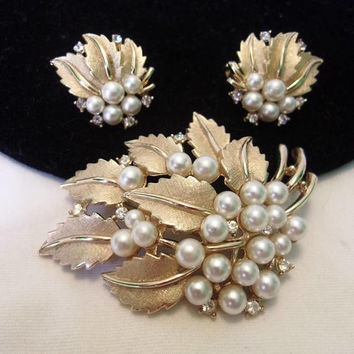 Trifari Pearl Brooch Earrings Set Glass Rhinestone Vintage Gold Plate Flower Leaf Estate Pin