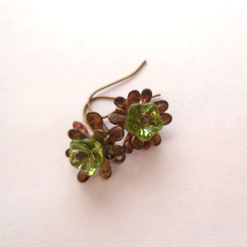 Green beaded earrings, copper wire earrings, green glass flowers beads, contemporary jewelry, boho earrings, Little flower