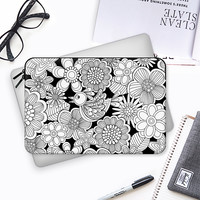 MY BIRD IN BLACK AND WHITE Macbook Pro 13 sleeve by Julia Grifol Diseñadora Modas-grafica | Casetify