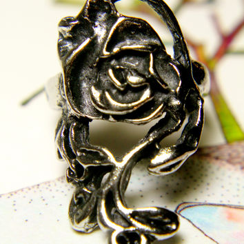 An Empty Rose Ring