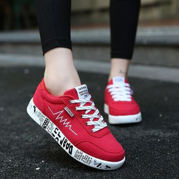 Women Vulcanized Shoes Fashion Sneakers Ladies Lace-up Casual Shoes Breathable Walking Canvas Shoes Graffiti Flat