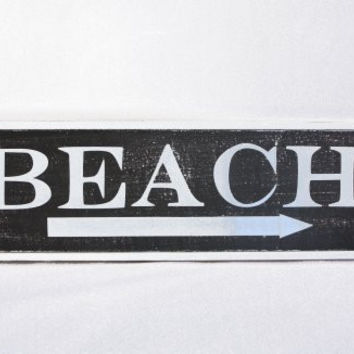 This Way to the Beach Weathered Coastal Decorative Framed Sign with Arrow - 23-in (Southampton Charcoal)