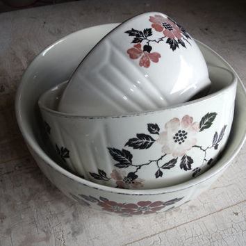 Vintage Pottery Ceramic China Pottery Hall Nesting Mixing Bowls With RED POPPY Pattern Made 1935 To 1955