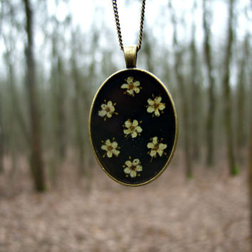 Real flower necklace - Eldelflowers like polka dots - Pressed flower jewelry - Nature inspired - Spring necklace - Botanical -Floral pendant
