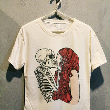 Skull Kiss Girl T-Shirt Tee Shirt Punk Rock Women T Shirts Off White TShirt Size M