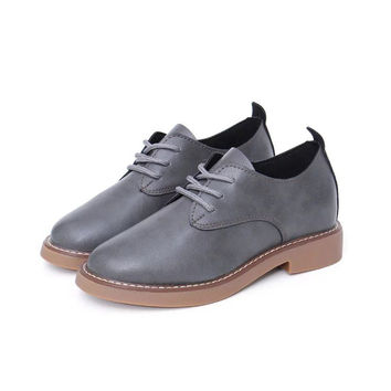 New Fashion Flats British Style Oxford Shoes for Women Soft Leather Retro Brogues Women Oxford Flat Heel White Casual Shoes Mar1
