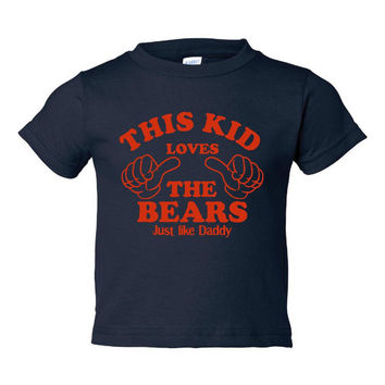 This Kid loves The Bears Just Like Daddy Chicago Bears Fans Toddler Infants Printed Graphic This Kids Loves The Bears T Shirt