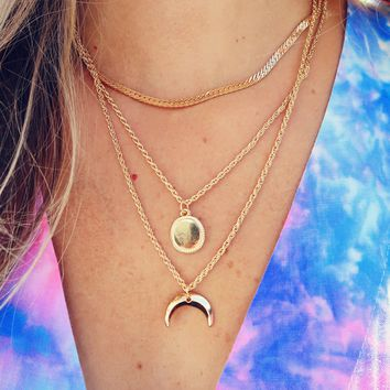 Crescent Moon Necklace: Gold