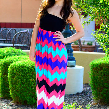 CHEVRON SKETCH MAXI DRESS IN CORAL MULTI
