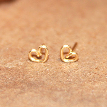 14k Gold Filled Tiny Heart stud earrings/Handmade/Petite Heart post earrings/Heart Cartilage Earrings/Helix Earrings/Nose Rings/Tragus/Daith