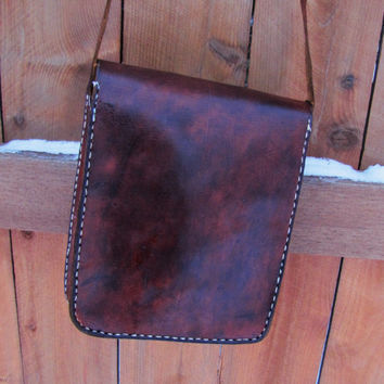 vintage distressed brown leather mailbag. distressed brown leather messenger. distressed leather satchel. vintage mail bag