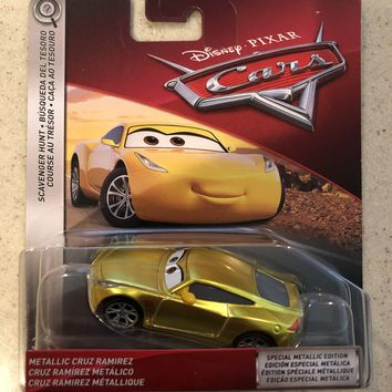 Cars 3 Diecast 1:55 Scale 2018 Metallic Gold Cruz Ramirez