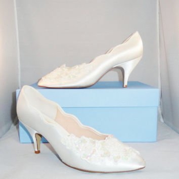 Vintage  Wedding Shoes 80s White Satin Iridescent Sequins & Beaded Flower Touch-ups Wedding Shoes Bridal Shoes Size 6.5